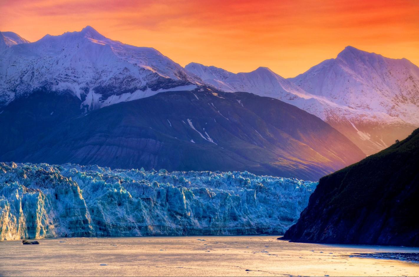 Levé du soleil sur le glacier Hubbard  (Alaska)