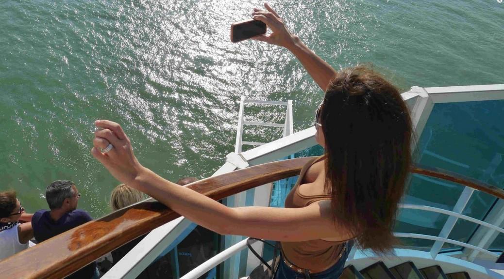 Selfie sur le pont d'un paquebot de croisière.