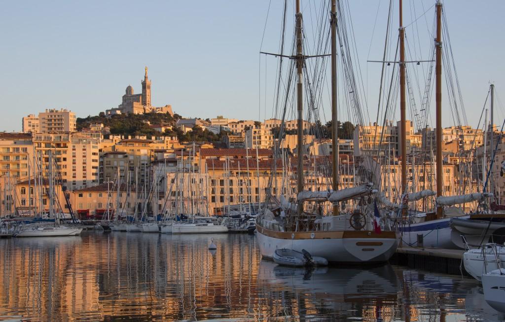 Vue sur le Vieux port de Marseille
