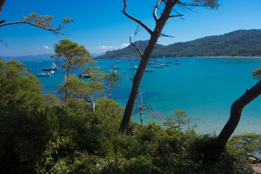 Plage a Toulon avec vue sur l'ile de Porquerolles