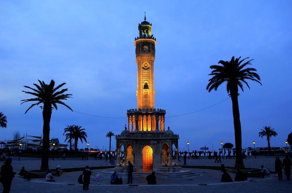 La Tour de l' horloge  d Izmir ( Turquie)