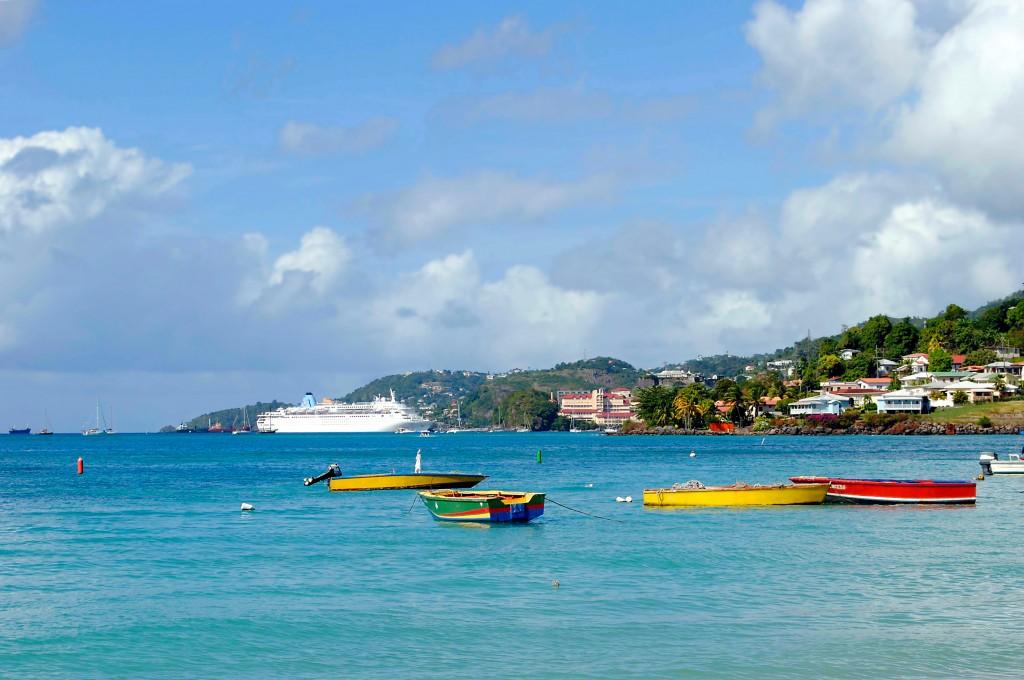 Lors d'une croisière dans les Grenadines, la plage Grand Anse vaut le détour sans oublier une visite de la capitale St Georges...