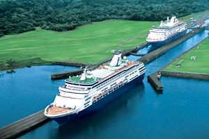 Le Canal de Panama ( 77 km) ouvrit en 1914. Le Canal de Panama relie l'Océan Pacifique et l'océan Atlantique