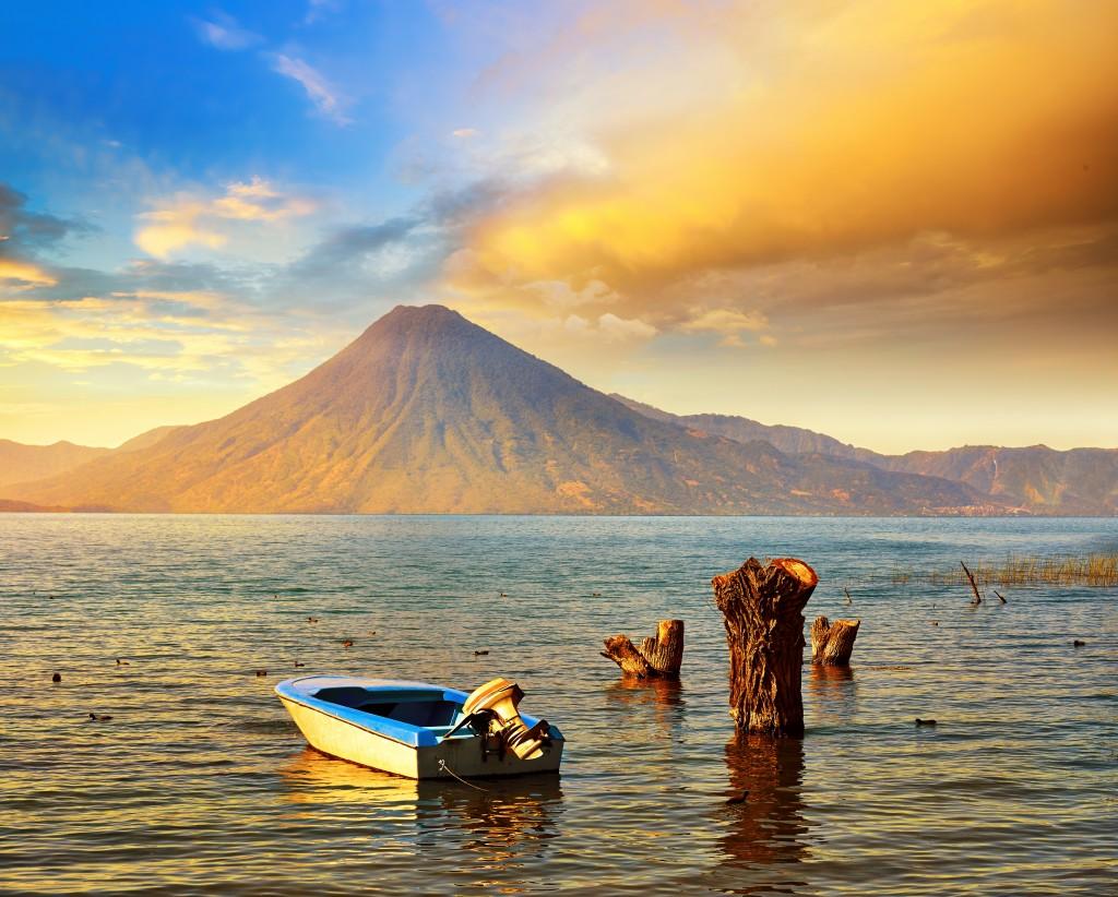 Le lac Atitlan situé au Sud-ouest du Guatemal
